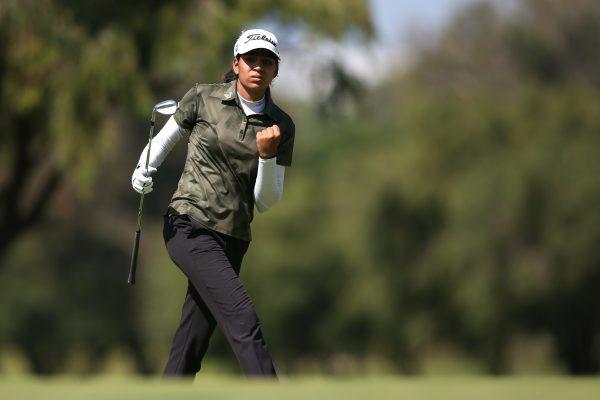 Diksha-Dagar-celebrates-chip-in-at-16-South-African-Womens-Open
