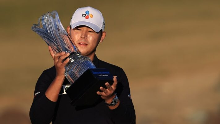 Si Woo Kims with The American Express trophy