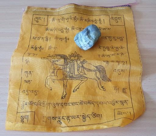 Gebetsfahne für Menschen, die im Himalaya unterwegs ist