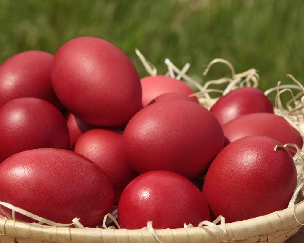 greece-dyed-eggs-easter-traditions