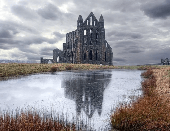 whitby-abbey-england-places-that-inspired-books