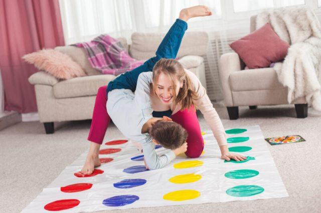 игры для детей на улице твистер