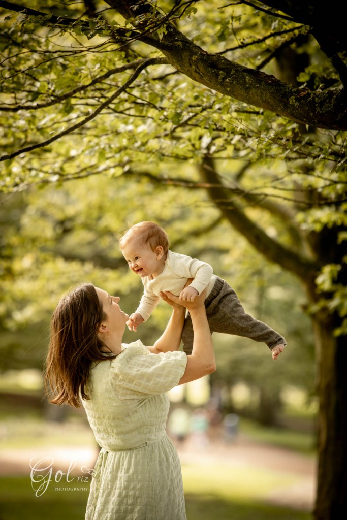 mum and baby in an outdoor photoshoot in richmond park