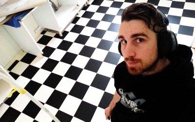 Schackrutiga golv i kök
