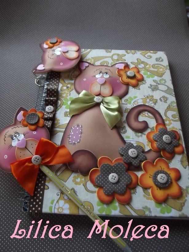 cuaderno decorado gatito goma eva