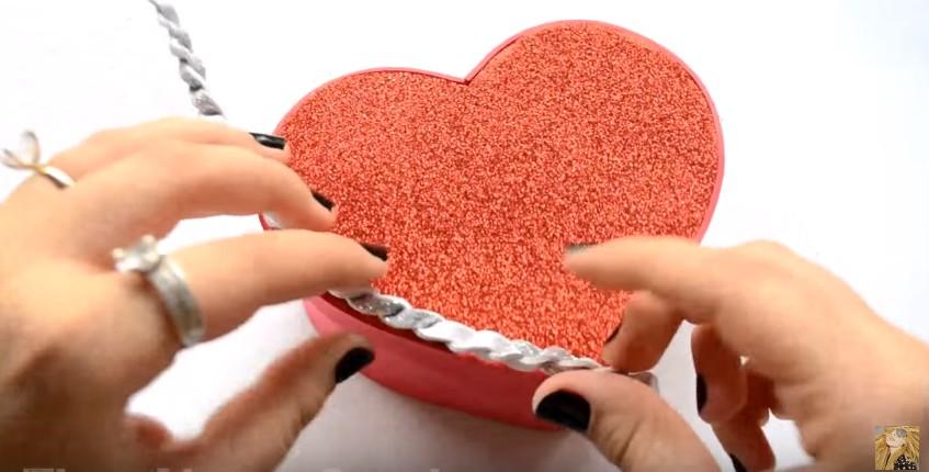 Caja de goma eva en forma de corazon para San Valentin 12