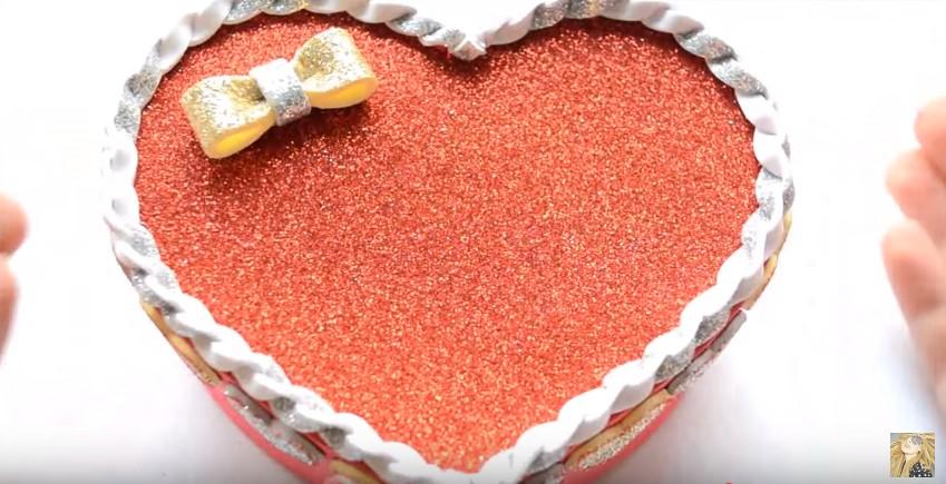 Caja de goma eva en forma de corazon para San Valentin 16