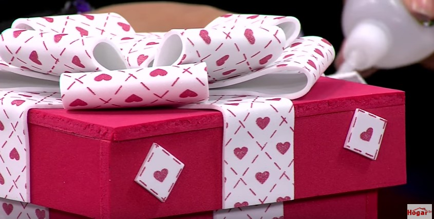 Caja de goma eva para regalo 11