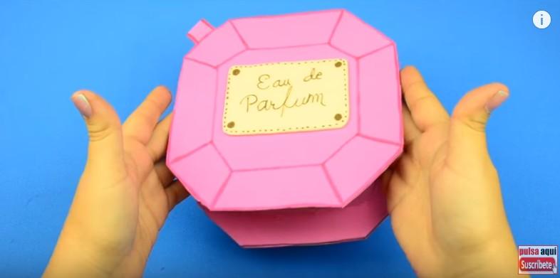 Bolso de goma eva con forma de perfume frances 18