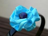 kék szatén virág