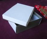 a doboz feliratainak leragasztása