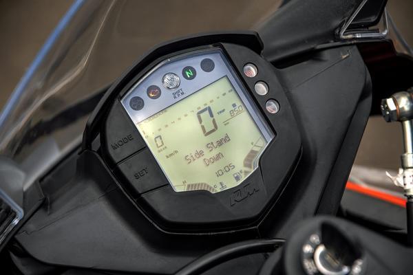 KTM RC 200 instrument console