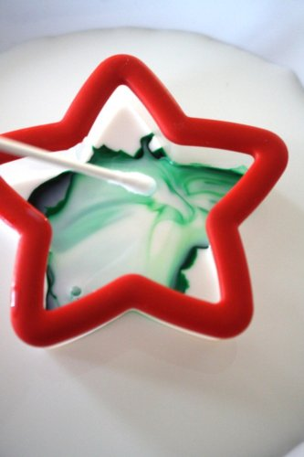 christmas-science-magic-milk-experiment