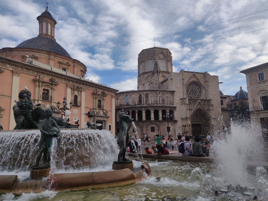 Plaza de la Virgen, one of the main sites when spending 48 hours in Valencia