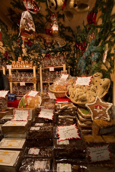 Gingerbread at Christmas Markets at Champs Élysées, Paris, France || Paris in two days, a complete guide and itinerary to the city of lights in France.