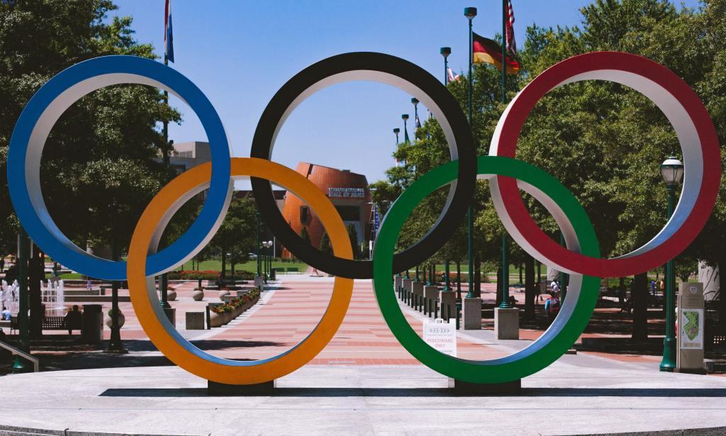 olympic ring statue in park in atlanta