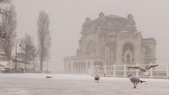 Bătrânul Cazinou rezistă pe faleza din Constanța chiar dacă este abandonat. FOTO Cătălin Schipor