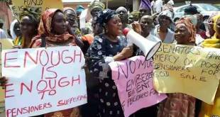 Protesting pensioners' wives...make pension probe open, public