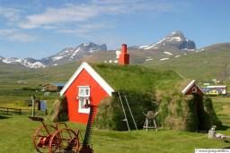 Borgarfjörður Eystri, Stórurð í baksýn