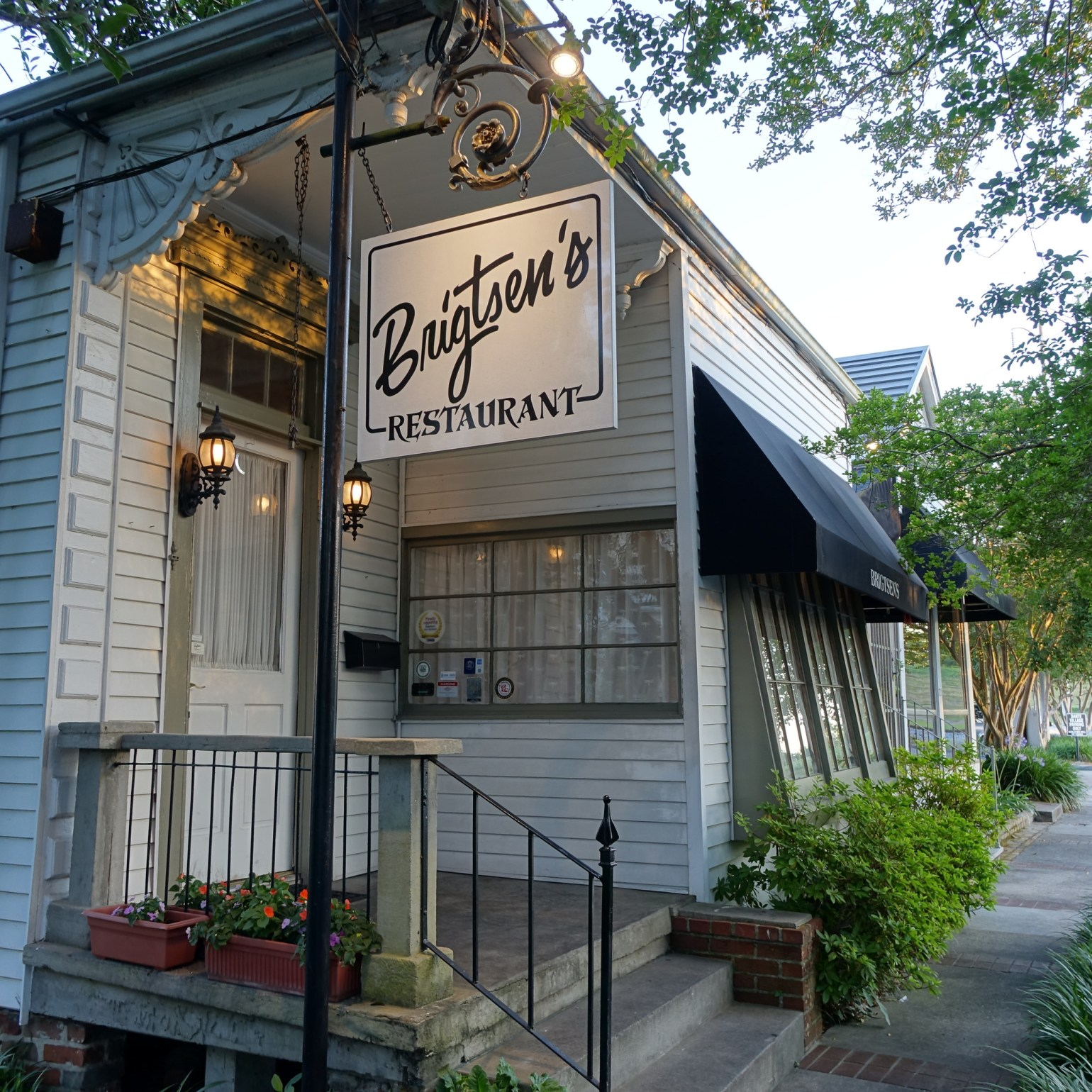 Brigtsen's cozy building tucked away in the Riverbend. (Photo: Paul Broussard)