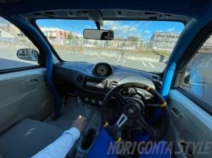 エッセ車内
