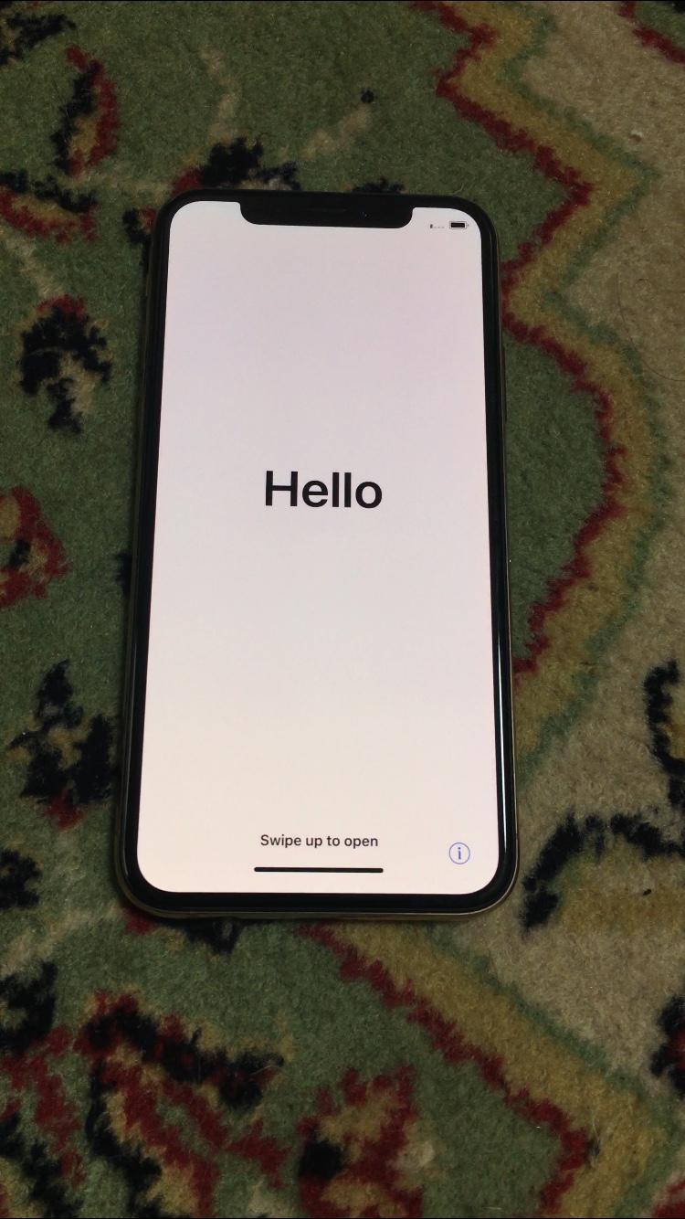 iPhone XS Hello