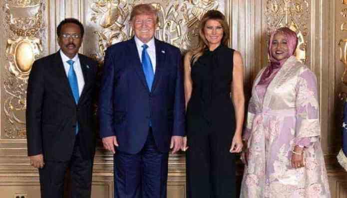 Sifooyinka Farmaajo iyo Trump ka siman yihiin waxaa u sii dheer Kursi Jaceylka & Kaligii Taliyenimada (Qormo)