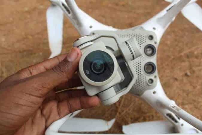 SAWIRRO: Alshabaab oo soo bandhigtay Diyaarad Drone oo ay ku qabsatay Duleedka Kismaayo
