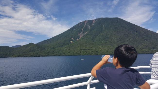 中禅寺湖クルーズ船デッキ