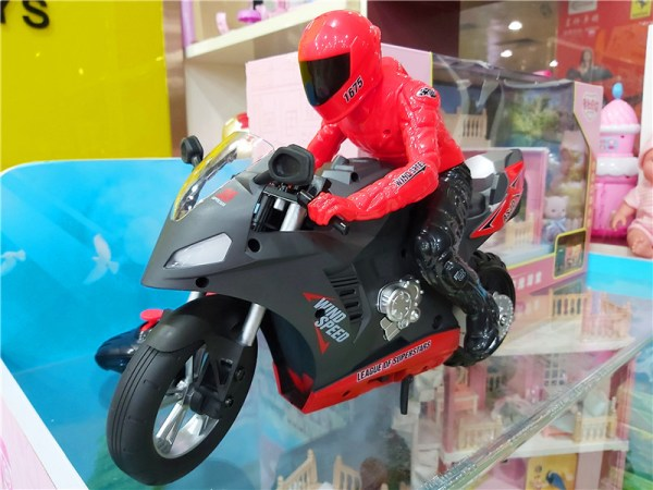 Experience the thrill of Ducati motorcycle racing at your fingertips, with the Upriser Ducati Panigale V4 S RC motorcycle! This 1:6 scale replica RC sport bike is unlike any remote-controlled vehicle you've ever experienced.