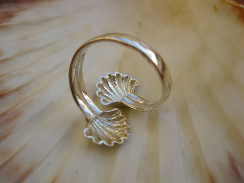 Camino ring in the shape of two concha shells compliments any Camino bracelet or other jewellery