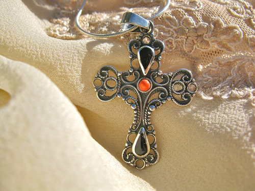 Cross silver coral jet