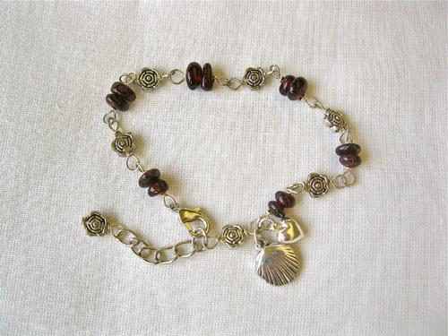 Scallop shell bracelet garnet