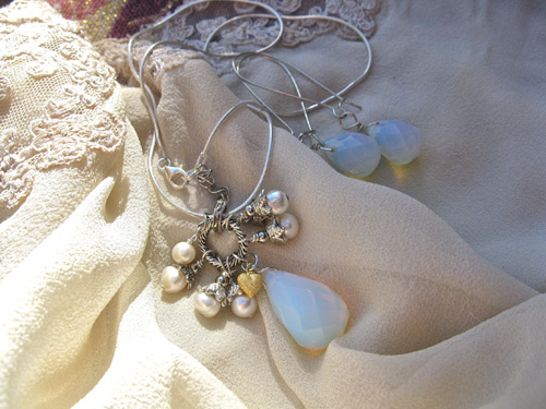 Moonstone_Pearl_love_necklace