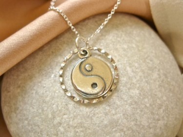 Yin_Yang_charm_necklace