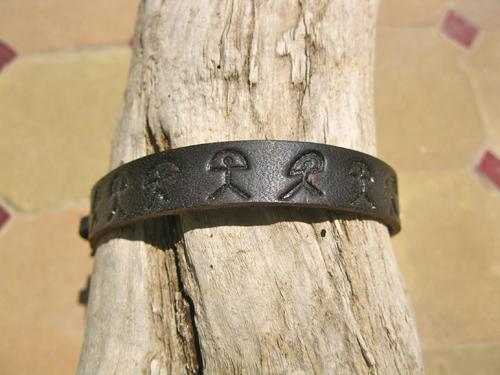 Black_leather_bracelet_Indalo