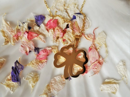Lucky clover necklace in gold