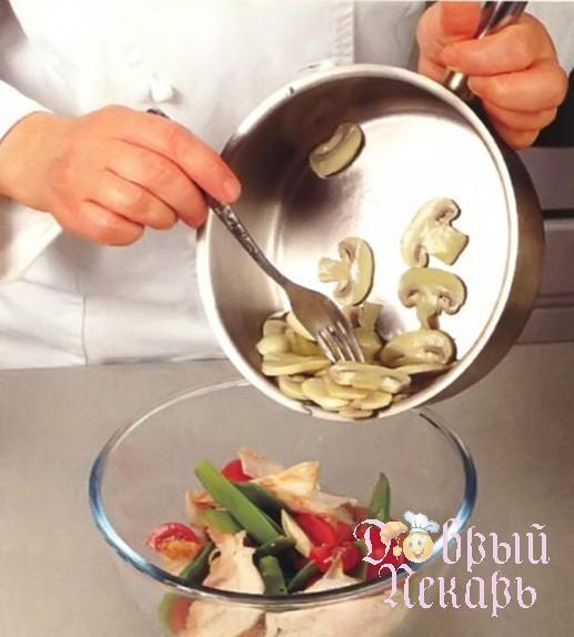 приготовление салата из курицы маринованный имбирем 3