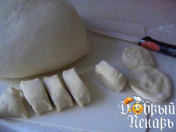 раскатать тесто на манты