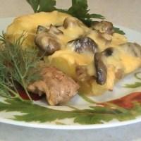 Маринованная свинина с грибами и картофелем