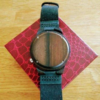 Achterzijde houten horloge