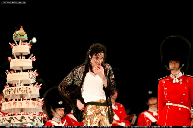 Michael-s-39th-Birthday-In-Copenhagen-Denmark-michael-jackson-31613907-1100-729