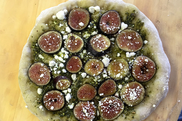 fig pizza pistachio pesto