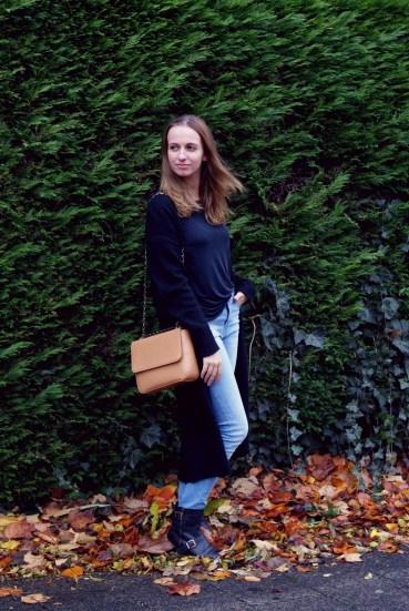 Outfit met vegan Mud Jeans spijkerbroek en Denise Roobol vegan tas.