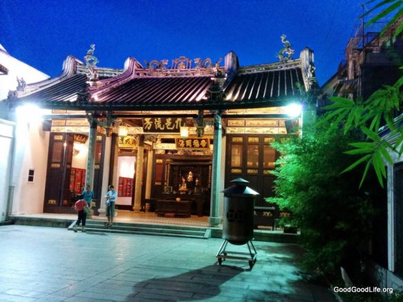 The courtyard at Han Chiang Ancestral Temple/ Teochew Association