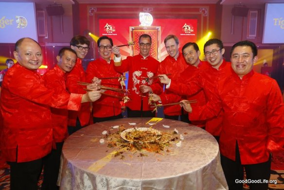 """The management team of GAB tossed 'lou sang' for a prosperous Chinese New Year at Tiger Beer's """"Celebration of Golden Prosperity"""""""