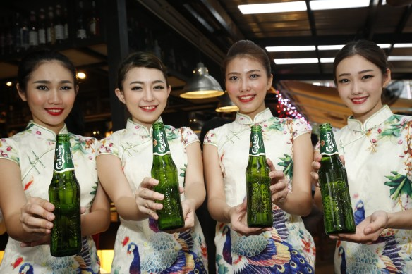 Consumers enjoyed the smooth taste of ice-cold Carlsberg throughout the evening.