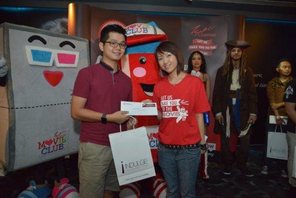 Winnie Gan - Loyalty Marketing Manager, TGV Cinemas presenting prizes to contest winners (1)