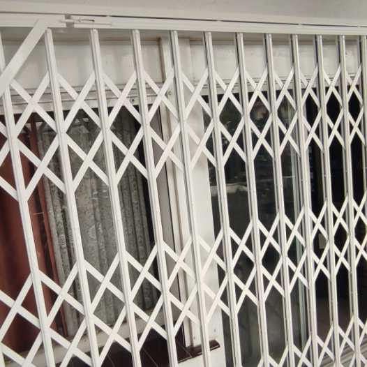 Instalación de 4 Rejas Fijas y 1 Ballesta en Salou