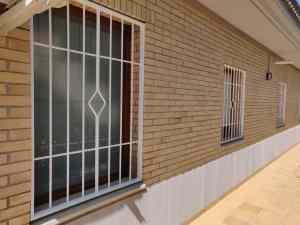 Instalación 6 rejas fijas + 2 rejas practicables en Girona